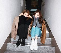 SNSD SooYoung and Tiffany posed for a set of cute and cool pictures ~ Wonderful Generation ~ All About SNSD, Wonder Girls, and f(x) Latest Fashion Trends, Trendy Fashion, Korean Fashion, South Korean Girls, Korean Girl Groups, Sooyoung Snsd, Korean Aesthetic, Ulzzang Couple, 1 Girl