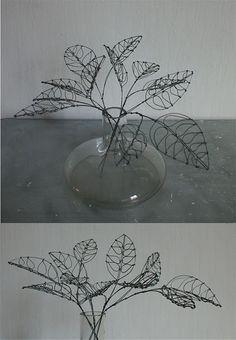 Concept Modeling For Metallic Sculpture : – Picture : – Description wire leaves -Read More – - Wire Crafts, Metal Crafts, Diy And Crafts, 3d Zeichenstift, Sculptures Sur Fil, Wire Sculptures, Boli 3d, Stylo 3d, Wire Flowers