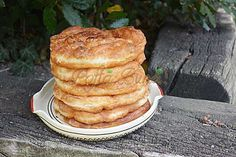 Gogosi-langosi pufoase cu cartofi Breakfast Snacks, Breakfast Recipes, Romanian Food, Baked Goods, Pancakes, Sweet Treats, Food And Drink, Yummy Food, Bread