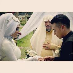 put your #weddingring #alendawedding2014
