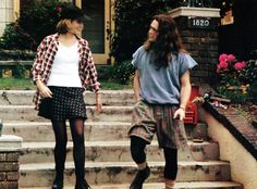 Bridget Fonda and Matt Dillon in the 1992 Cameron Crowe film, Singles. Costume Design by Jane Ruhm . Hip Hop Outfits, Outfits Casual, Grunge Outfits, Summer Outfits, Fashion Outfits, Fashion Trends, Fashion Boots, Fashion Kids, Fashion Male