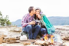 Beach Camping engagement session | www.lovetreephotography.ca  #beachcamping #pacificnorthwest #campingengagementsession #engagementsessionideas #beachengagementsession