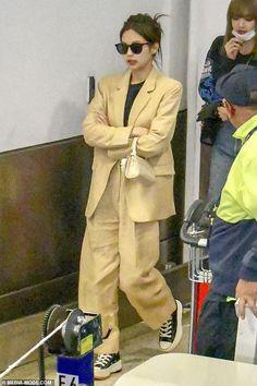 BlackPink fashion K-pop group BLACKPINK put on a stylish display as they stroll through Sydney Airpo Blackpink Fashion, Fashion 2020, Korean Fashion, Winter Fashion, Fashion Outfits, Womens Fashion, Fashion Trends, Airport Fashion, Kpop Outfits