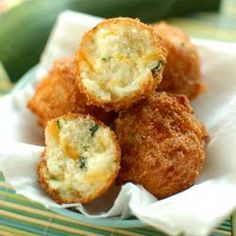 Zucchini Cheddar Hushpuppies are a quick an delicious Summer side dish perfect for barbeques and fish frys. Use up all that zucchini with these puppies! I Love Food, Good Food, Yummy Food, Zucchini Zoodles, Zucchini Cheese, Zucchini Boats, Zucchini Fries, Great Recipes, Favorite Recipes