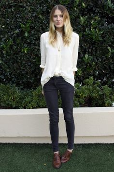 #beauty #style #fashion #clothes #outfit #woman #classic #spring #white #shirt #blouse #dark #jeans #trousers #brown #leather #oxfords