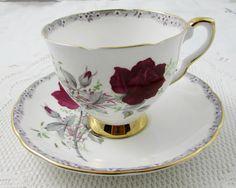 """Taza de té Royal Stafford y platillo, """"Rosas para recordar"""" patrón, rosa…"""