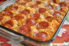 Jacy Lee Pulford: Easy Dinner Recipe: Pizza in a Pan/ note; this pizza is AMAZING and super soft. Easy Dinner Recipes, Great Recipes, Favorite Recipes, I Love Food, Good Food, Yummy Food, Quiche, Quick Meals, Food For Thought