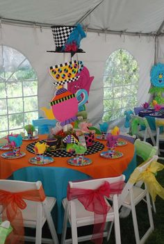 Alice in Wonderland / Mad Hatter | CatchMyParty.com