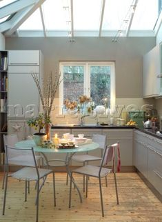 The contemporary kitchen extension Perfect - natural light and good use of the space. Kitchen Extension Uk, Glass Roof Extension, Kitchen Redo, Kitchen Layout, Kitchen Dining, Dining Rooms, Cosy Interior, Interior And Exterior, Interior Design