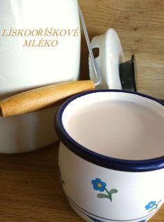 Tak jsem dělala další rostlinné mléko. Tentokrát z lískových oříšků. Chuť mne velice překvapila. Lískové oříšky zrovna nejsou mým favoritem