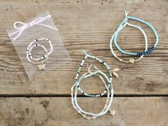 DIY – Perlearmbånd med elastiksnor.