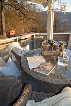 På verandaen/ outside
