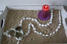 """""""Door de woestijn' heet de serie kijktafels die gemaakt is voor Geloven thuis in 2013. Dit is de kijktafel voor de eerste zondag van de Veertigdagentijd. Bekijk de rest van de serie op: http://www.geloventhuis.nl/2013/door-de-woestijn/kijktafels/door-de-woestijn-veertigdagentijd-2013.html"""