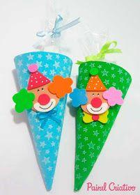 Olá pessoal!!     Hoje eu trouxe um passo a passo de lembrancinha para festas do Tema Circo  ou Palhacinhos! A ideia é um cone de guloseima...