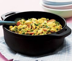 En enkel och god vegetarisk rätt med kryddiga smaker. Laga till en curry med smak av apelsin, blanda i quorn och servera tillsammans med ris eller quinoa. Supersmarrigt!