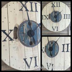 Spool clock Big Clocks, Unique Wall Clocks, Farmhouse Clocks, Rustic Clocks, Pallet Clock, Craft Iron, Wood Spool, Reclaimed Wood Projects, Clock Art