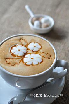 ♥ Coffee - the prettiest flower design I've seen!