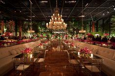 Mesas espelhadas na decoração do casamento