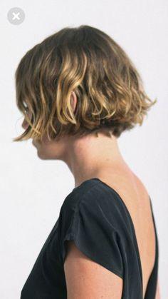 Pixie Bob Hairstyles, Short Bob Haircuts, Cute Hairstyles For Short Hair, Curled Hairstyles, Hairstyles Haircuts, Pretty Hairstyles, How To Curl Short Hair, Girl Short Hair, Short Hair Cuts