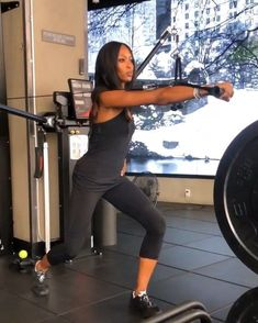 Naomi Campbell: Tο πρόγραμμα γυμναστικής που ακολουθεί πιστά στην καραντίνα Naomi Campbell, Art Of Beauty, Dance Fashion, Coachella, Fit Women, Personal Style, Around The Worlds, Workout, Lifestyle