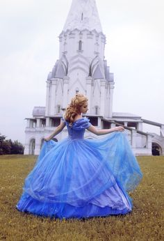 Cinderella (Ella) cosplay by the castle Cinderella Cosplay, Cinderella 2015, Disney Cosplay, Disneyland Princess, Disney Princess Dresses, Cinderella Dresses, Sweet 16 Pictures, Cinderella Wallpaper, Muslim Women Fashion