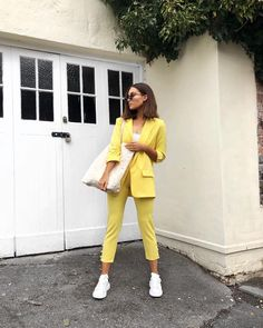Happy Easter  spring suiting in full swing with this lil yellow number. Will link it on my story, it's @missyempire