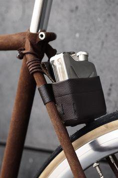 bike Winner of the Partisan Vodka Bike Battle Bicycles: I love this raw wood fixie bike frame with leather flask holder.Bicycles: I love this raw wood fixie bike frame with leather flask holder. Bici Retro, Velo Retro, Velo Vintage, Vintage Bicycles, Velo Design, Bicycle Design, Road Bikes, Cycling Bikes, Cycling Art