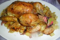 Pollo relleno de patatas, manzanas y jamón serrano. Ver receta: http://www.mis-recetas.org/recetas/show/40205-pollo-relleno-de-patatas-manzanas-y-jamon-serrano