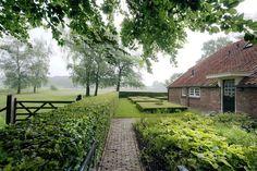 Inspiring Fresh Landscape Design For Backyard 31 English Garden Design, Garden Design Plans, Tropical Garden Design, Cottage Garden Design, Country Landscaping, Garden Landscaping, Garden Hedges, Amazing Gardens, Beautiful Gardens