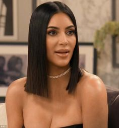 Kim Kardashian reveals Kanye West love story on KUWTK special Paris love: Kim Kardashian revealed the moment she fell 'madly in love' with Kanye West during Sunday's special anniversary episode of Keeping Up With The Kardashians Kim Kardashian Cabelo, Robert Kardashian, Kardashian Style, Kardashian Nails, Kanye West, Medium Hair Styles, Short Hair Styles, Kim K Short Hair, Kardashian Kollection