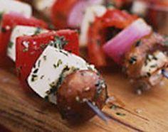 Espetadinhas de Queijo  Para dias festivos, como entrada ou na mesa dos salgadinhos, umas Espetadinhas de Queijo...  Receita completa em http://www.receitasja.com/espetadinhas-de-queijo/