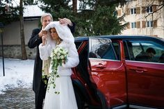 A luxurious winter wedding what we present in this article. The bride and groom have chosen the unique setting of St. Moritz located in the Upper Engadine, one of the most famous destinations in Switzerland