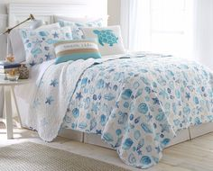 Blue and white bedroom with seashell quilt set and beach pillow: http://www.completely-coastal.com/2016/08/coastal-quilt-sea-life-cotton-quilts.html