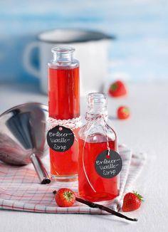 Der Sirup aus Erdbeeren und Vanille rundet Puddings, Eis und andere Desserts ab! #Erdbeere #Vanille #Sirup #Dessert #Rezept