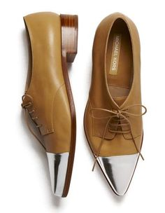 michael kors shut the hell up! sick shoes and made by Michael Kors? Zapatos Michael Kors, Sac Michael Kors, Michael Kors Loafers, Crazy Shoes, Me Too Shoes, Men's Shoes, Shoe Boots, Flat Shoes, Shoes Style
