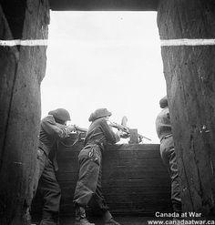 Caen - Carpiquet - Canadian soldiers manning a former German strongpoint on the airfield at Carpiquet. Canadian Soldiers, Canadian Army, Canadian History, British Army, D Day Normandy, Normandy Beach, Royal Canadian Navy, Juno Beach, Ww2 Pictures