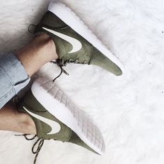 OLIVE GREEN NIKE ROSHES SIZE 7 Olive green size 7 Nike Shoes Sneakers
