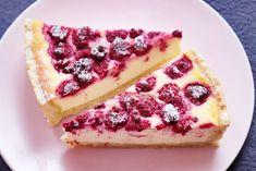 Křehký tvarohový koláč s malinami – Deník malé požitkářky Cheesecake, Desserts, Food, Cakes, Tailgate Desserts, Deserts, Cake Makers, Cheesecakes, Essen