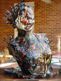 12 Most Creative Recycled Sculptures - art from recycled materials, crafts from recycled materials - Oddee Crafts From Recycled Materials, Recycled Art Projects, Recycling Projects, Vinyl Projects, Statues, Old Vinyl Records, Lp Vinyl, Ap Studio Art, Ap Art