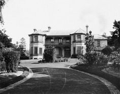 Merioola Mansion on Edgecliff Rd,Woollahra in in 1859 by John Edye Manning and demolished in Moving To Australia, Australia Day, Architecture Old, Historical Architecture, Empire Style, Slums, New South, Old Buildings, South Wales