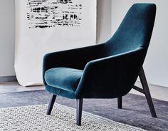 """Das Einzige was wir beim Anblick von """"Enzo"""" denken können: Sich endlich entspannt zurücklehnen! Dieser Sessel mit Stoff- oder Lederbezug ist der perfekte Partner beim Lesen, Musikhören oder Tagträumen. Größe: 76 x 91 x 97 cm."""