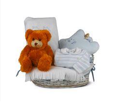 """""""Canastilla Corazón 1"""" - 82,50€ (envío incluido a toda la península) Incluye cesta de mimbre vestida; Osito de peluche, Neceser; Manta Polar; Pijama con cuello manga larga"""