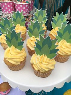 aloha party These pineapple top cupcake toppers are fun to add to the top of yellow iced cupcakes to look like cute little pineapples! Listing Details: - File is PDF - Large Toppers are i Aloha Party, Luau Theme Party, Hawaiian Party Decorations, Hawaiian Luau Party, Hawaiian Birthday, Hawaiin Party Ideas, Moana Birthday Party Ideas, Luau Party Ideas For Kids, Hawaii Birthday Party