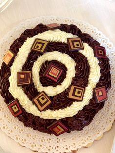 La nostra torta al cioccolato gustosa e... ipnotica!