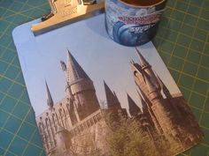 Dorm Crafts: A Hogwarts Clipboard and Desk Supplies Cute Crafts, Crafts To Make, Hogwarts, Harry Potter Classroom, Mod Podge Crafts, Desk Supplies, Craft Desk, Teen Life, Holiday Themes