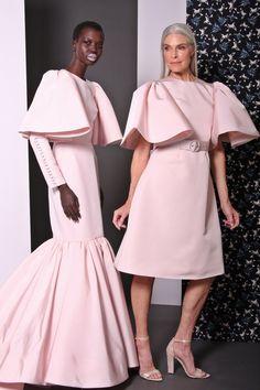 Christian Siriano Pre-Fall 2017 Fashion Show İslami Erkek Modası 2020 Fashion 2017, Teen Fashion, Fashion News, Fashion Show, Fashion Design, Fashion Stores, Fashion Trends, Modest Fashion, Fashion Dresses