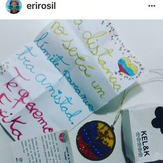 Regalos que llegan desde el amor de un pueblo tricolor en el que las raíces siguen acompanando donde quiera que vayas #kelandktreeoflife #treeoflife #arboldelavida #gift #regalosoriginales #tricolor #venezuela #talentovenezolano #venezuelandesign #love #joy #artisanjewelry #jewelry #joyeriartesanal #joyeriadeautor
