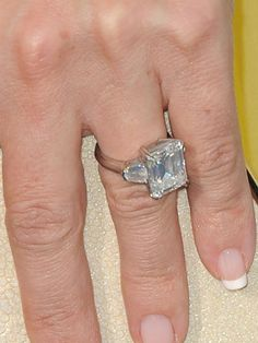 Kate Hudson's engagement ring.  Love her and LOVE this ring