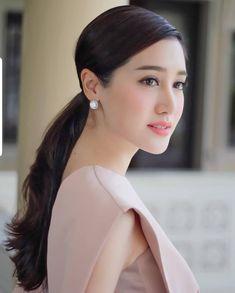 Petty Girl, Celebrity Stars, Spring Makeup, Hair Shows, Beautiful Asian Women, Actress Photos, Asian Woman, Asian Beauty, Beauty Makeup