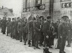 German prisoners of war escorted by Norwegian soldiers in Harstad 1940